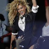 Beyoncés Auftritt ist voller Power und Energie.