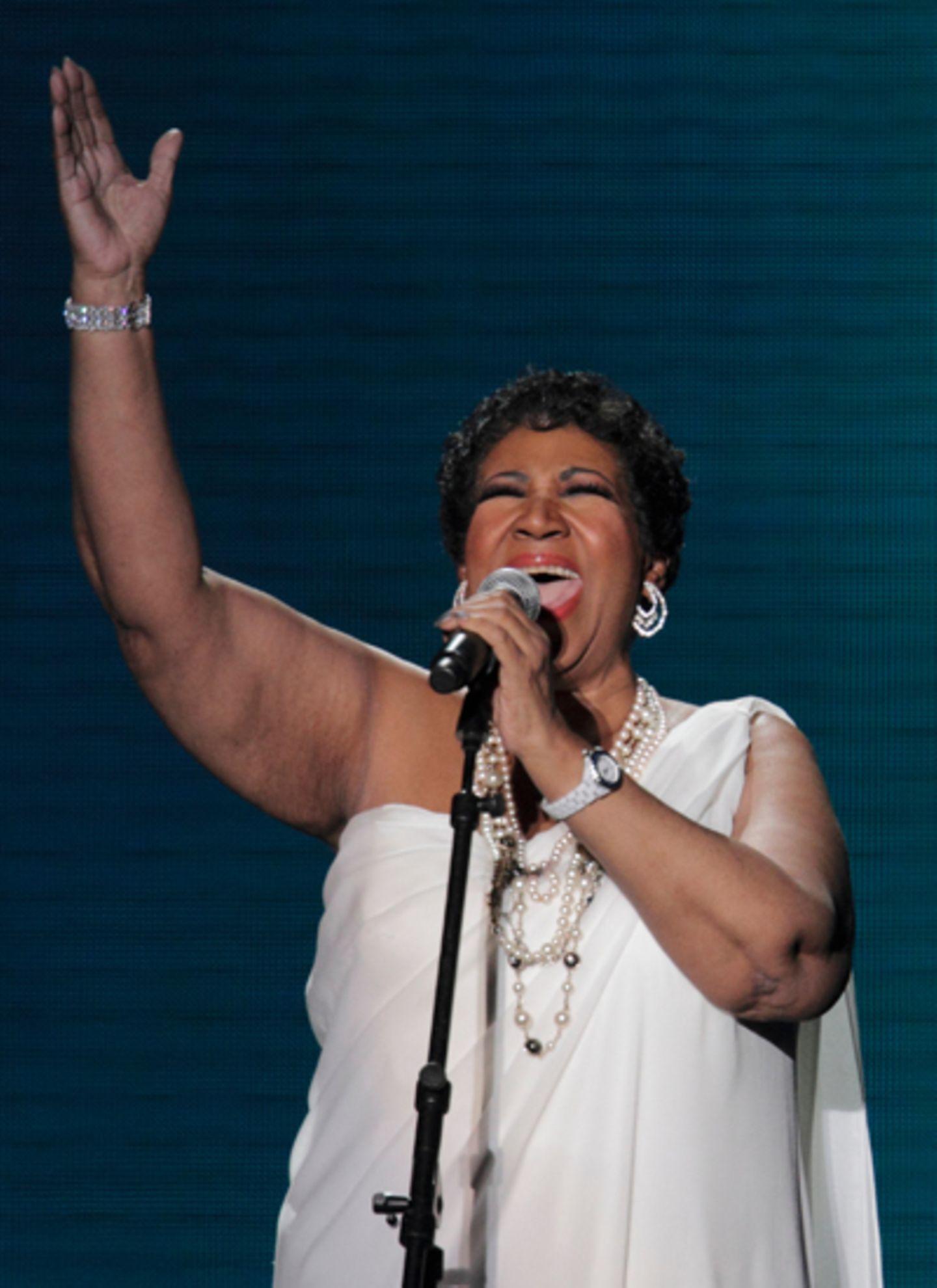 Die große Aretha Franklin singt für ihre Freundin.