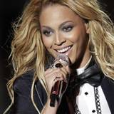 Beyoncé Knowles ist es eine Ehre, Oparh Winfrey ein Ständchen zu singen.
