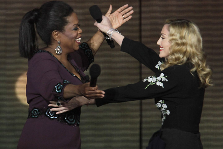 ... und begrüßt Oprah Winfrey.