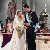 22. Mail 2004  Mittlerweile 17Jahre ist diese royale Hochzeit schon her: Am 22. Maiheiratet der damalige Kronprinz Felipe von Spanien die Journalistin Letizia Órtiz in einer romantischen Zeremonie. In der Almudena-Kathedralein Madrid geben sich die beiden das Ja-Wort.