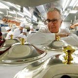 """Chefkoch Alain Ducasse arbeitet im """"Hotel de Paris"""" in Monaco und wird das Festmahl für die Hochzeitsgesellschaft am 2. Juli koc"""