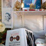 Die Souvenirläden in Monaco sind ganz auf die bevorstehende Hochzeit eingestellt.