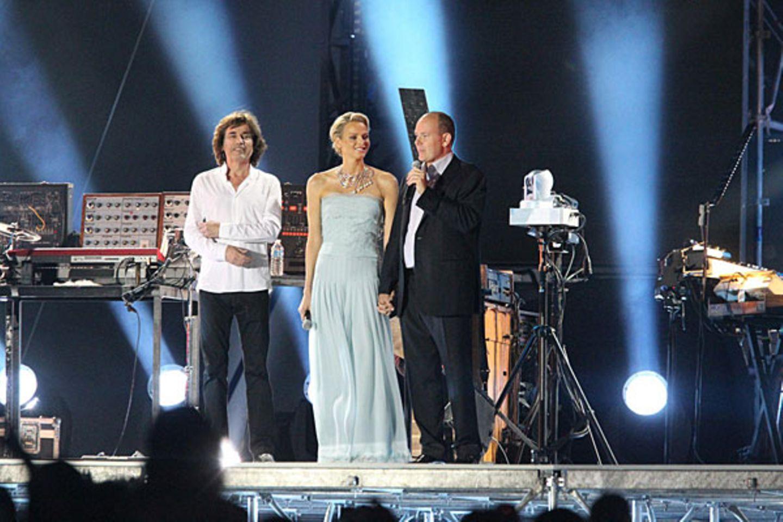Im Hafen Port Hercule ist eine futuristische Bühne für Jean Michel Jarres Konzert aufgebaut worden.