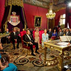Zweimal Oui! Die standesamtliche Trauung von Fürst Albert und Charlene Wittstock und findet im Palast statt und wird vollzogen d