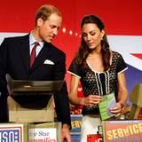 Staatsbesuch William und Kate: Fleißig helfen William und Kate Care-Pakete zu packen.