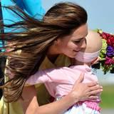 Staatsbesuch William und Kate: Rührend kümmert sich Kate bei der Ankunft in Calgary um die sechsjährige krebskranke Diamond Mars