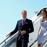 """Staatsbesuch William und Kate: Frisch gestylt (Kate in """"Roksanda Ilincic"""") landet das Paar bei strahlend blauem Himmel in Kalifo"""