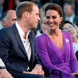 """Staatsbesuch William und Kate: Für die Festparade am """"Parliament Hill"""" hat sich Kate noch mal umgezogen und trägt wie am Voraben"""