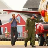 Staatsbesuch William und Kate: Kate und William schützen sich vor dem Motorenlärm des Hubschraubers.