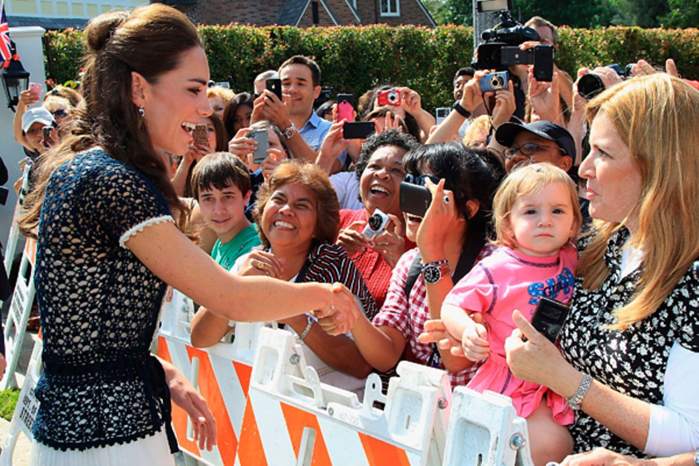 Staatsbesuch William und Kate: Am letzen Tag ihrer Reise werden Kate und William beim Verlassen ihres Hotels in Los Angeles von