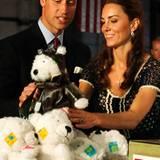 Staatsbesuch William und Kate: Auch diese süßen Teddys werden in den Paketen verstaut.