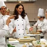 """Staatsbesuch William und Kate: In einem Kochkurs am """"Institut de tourisme et d'hotellerie du Quebec"""" dürfen Kate und William hel"""