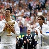 Wimbledon: Da kann Rafael Nadal nur gratulieren. Er verliert das Finale gegen Novak Djokovic.