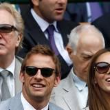 Wimbledon: Jenson Button und seine Freundin Jessica Michibata sehen sich das Finalspiel der Herren an.