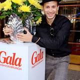 Franz Dinda hat Gefallen an der GALA-Blumendekoration gefunden.