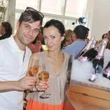 Ole Tillmann und seine Frau Anita gönnen sich noch ein Gläschen Champagner.