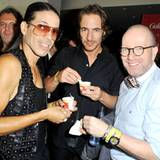 Jorge Gonzalez, Thomas Hayo und Thomas Rath von Germany's Next Topmodel lassen sich das Häagen-Dazs-Eis schmecken.
