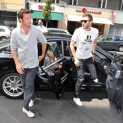 Jan Hartmann und Jochen Schropp kommen gemeinsam vor dem Hotel Ellington an.