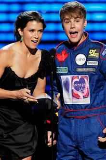 Espy Preisverleihung: Rennfahrerin Danica Patrick mit Justin Bieber
