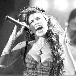 2016  Fünf Jahre ist es schon her, dass Amy Winehouse gestorben ist (23. Juli 2011 †), aber auch heute noch bleibt die Ausnahmesängerin unvergessen.