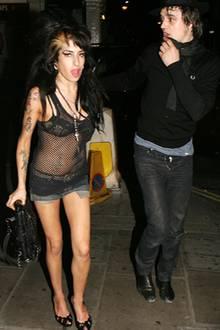 Zwei, die sich nicht gut tun: Immer öfter wird Amy Winehouse mit dem Skandalmusiker Pete Doherty gesichtet. Die beiden feiern wi