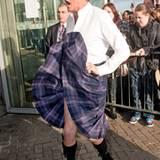 """18. Januar 2011: Huch, da fliegt der Kilt hoch! David Hasselhoff legt in Glasgow einen stürmischen Auftritt hin. """"The Hoff"""" befi"""