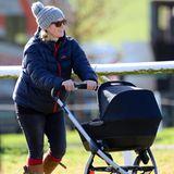 """15. Februar 2014: Zara Phillips macht mit Töchterchen Mia Grace den ersten Ausflug. Entspannt zeigt sich die Neu-Mutter beim """"Barbury Point to Point""""-Rennen in Wiltshire."""