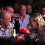 2. Januar 2012: Auch beim beliebten Nationalsport der Briten sind die Prinzessin und ihr Mann dabei und trinken ein Bierchen: Za