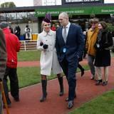 """März 2013  Zara Phillips und Mike Tindall sind gemeinsam auf dem """"Cheltenham Festival Horse Racing"""" in Gloucestershire im westen Englands unterwegs."""