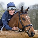 "9. April 2014  Zara Phillips posiert mit ihrem Pferd ""High Kingdom"" für Fotos in den Ställen von ""Gatcombe Park"" in Gloucestershire."