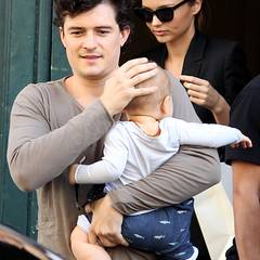 29. September 2011: Die kleine Familie um Orlando Bloom, Miranda Kerr und Söhnchen Flynn ist zur Fashion Week nach Paris gereist