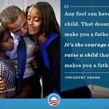 """US-Präsident Barack Obama posiert zum Vatertag mit seinen Töchtern Sasha und Malia. """"Jeder Idiot kann ein Kind haben. Aber das macht dich nicht zum Vater. Erst der Mut ein Kind zu erziehen, macht dich dazu"""", schreibt er dazu."""