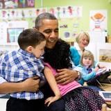 Präsident Obama feiert seinen 52. Geburtstag. Auf Facebook zeigt er an seinem Ehrentag ein Foto mit den kleinen Gratulanten.