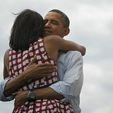 Barack Obama ist als amerikanischer Präsident wiedergewählt worden und stellt mit diesem Bild gleich einen Rekord auf. Nach sein