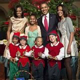 Vor dem Weihnachtskonzert in Washington D.C. strahlt Barack Obama beim Posieren mit seiner Frau Michelle, den Töchtern Sasha und