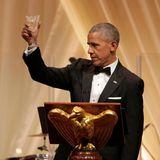 Präsident Barack Obama hebt ein letztes Mal das Glas als Gastgeber im weißen Haus.