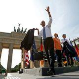 US-Präsident Obama verabschiedet sich nach seiner Rede.