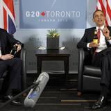Barack Obama und der britische Premierminister David Cameron lösten am Rande des G-20-Gipfels ihre Fußball-Wettschulden mit eine