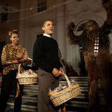 Halloween im Weißen Haus. Auch Mr. President und seine First Lady verteilen Süßes oder Saures.