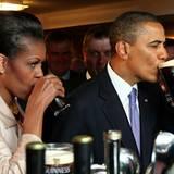 23. Mai 2011: Die erste Station der geplanten Europa-Reise führt Michelle und Barack Obama in den kleinen Ort Moneygall. Dort ge