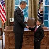 Cool, cooler, Barack Obama: der US-Präsident weiß, wie er den Kleinen gegenübertritt.