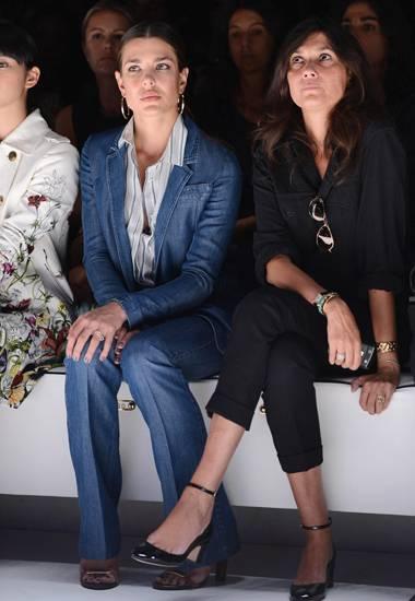 Aufmerksam verfolgt Charlotte Casiraghi die Gucci-Präsentation