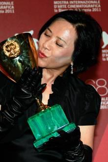 """Als beste Schauspielerin wird die Chinesin Deanie Yip für ihre Rolle in """"Tap Jie"""" (""""A Simple Life"""") ausgezeichnet."""