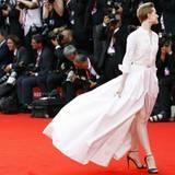 """Evan Rachel Wood schwebt auf der Premiere von """"The Idles of March"""" über den roten Teppich."""