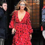 Look Nr. 2 auf der Fashion Week New York: In einem roten Blumenkleid und XL-Pilotenbrille zeigt Blake, wie glamourös man als Hollywood-Star das Hotel verlässt.