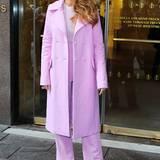"""Im frühlingshaften Outfit von Cushnie Et Ochs kommt Blake Lively zu den """"Sirius Studios"""" in New York City."""