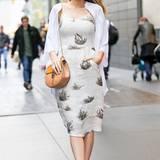 Im gemütlichen Outfit spaziert Blake Lively strahlend durch New York City.  In den letzten Tagen hat die Schauspielerin einen wahren Outfit-Marathon hingelegt.
