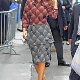 Hier trägt die Schauspielerin eine andere Kreation von Marc Jacobs.