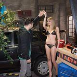 """Olivia Burkhart (als Fiona) und Lars Steinhöfel (als Easy) drehen mit der """"GNTM""""-Gewinnerin Jana Beller, die Model Lena spielt, eine Szene."""